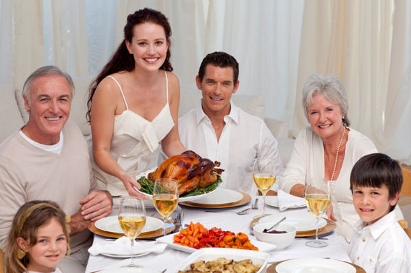 extended-family-thanksgiving-dinner.jpg